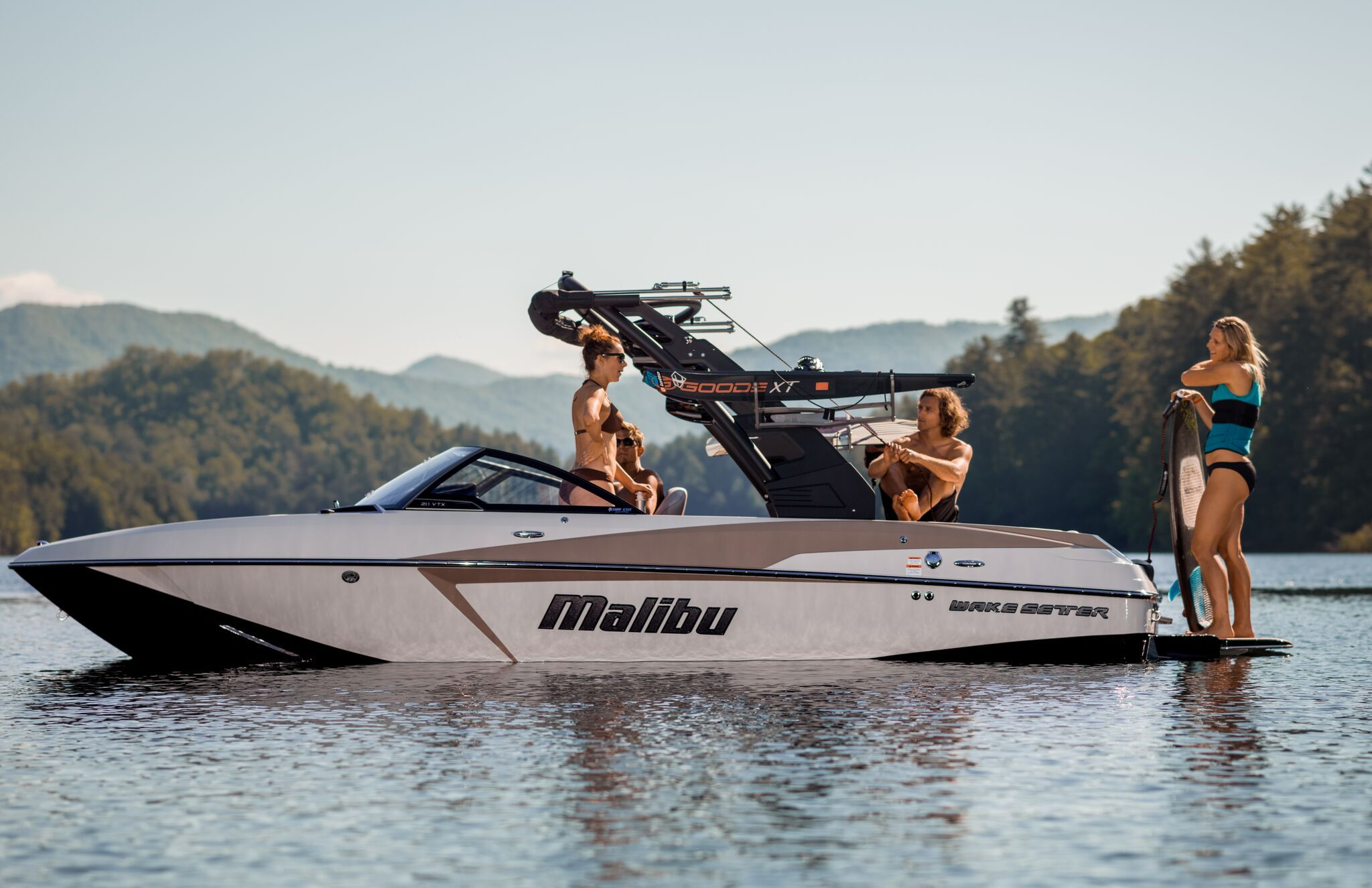 The Malibu 20 Vtx Is The Leading Crossover Boat In The Industry With A Diamond Multisport Hull And Integrated Surf Platform Boat Malibu Boats Wakeboard Boats