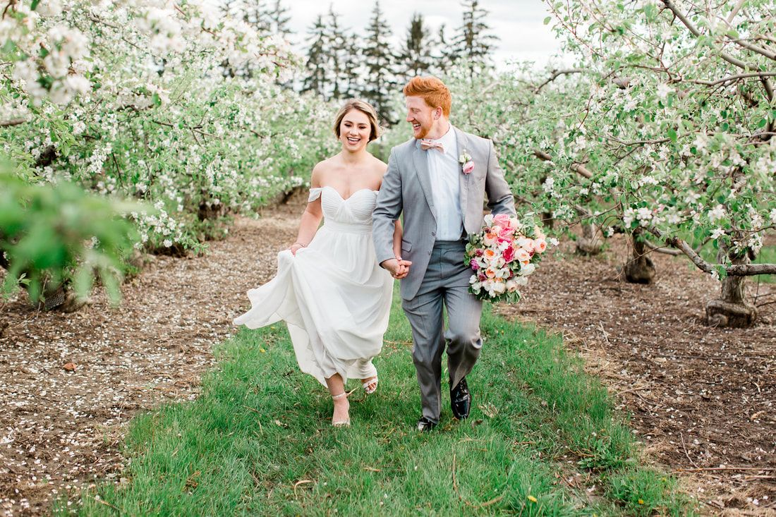 Blakes Orchard Cider Mill Engagement Photos Mitten Weddings And Events Is A Premier Wedding
