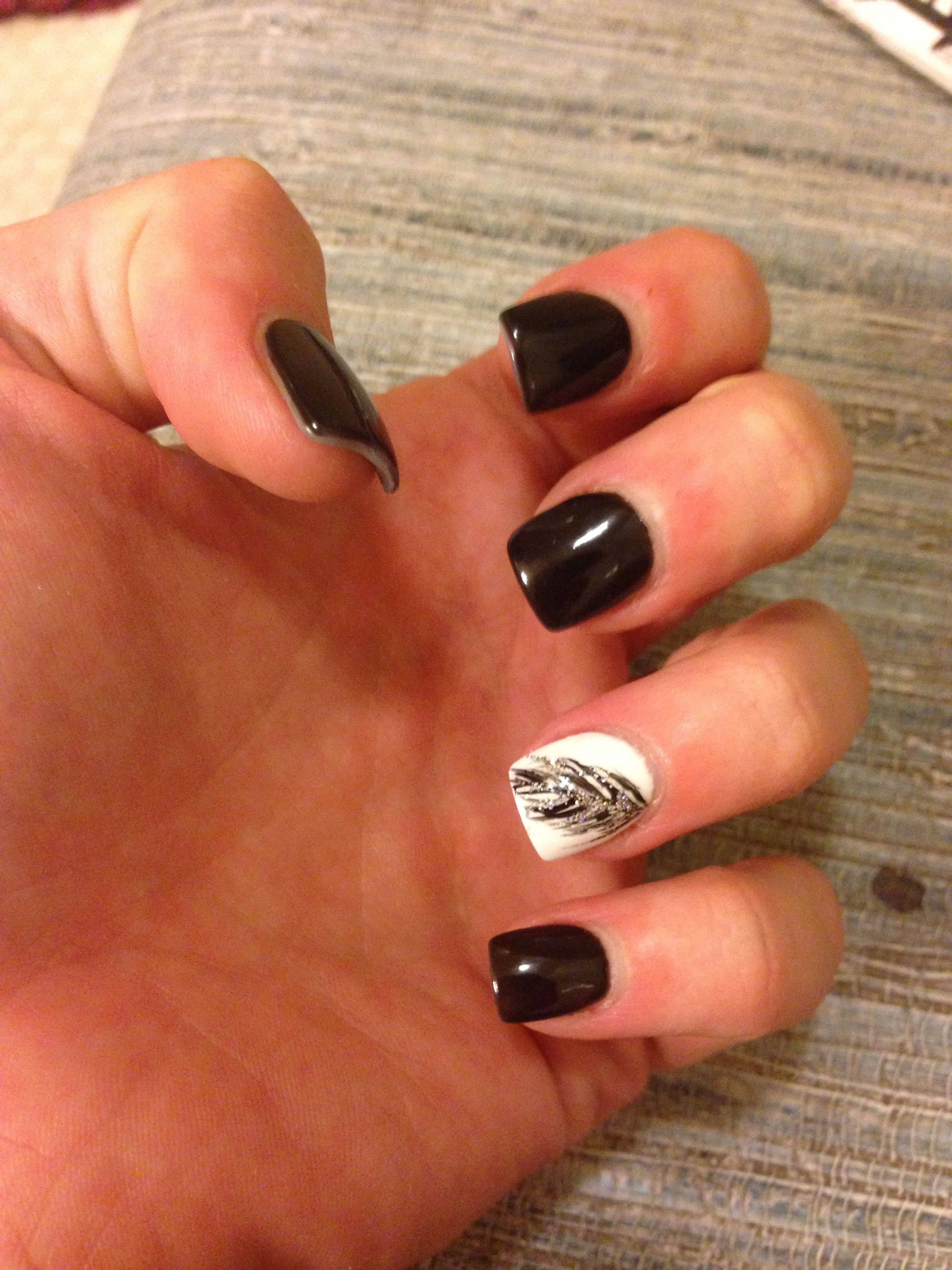 Shellac Acrylic Nails: Black And White Feather Nails!