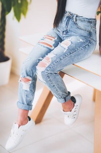 Z290 Luzne Jeansowe Spodnie Z Dziurami Typu Mom Fit Jeans Rozmiar Xs S M L Xl Fashion Outfits Skinny