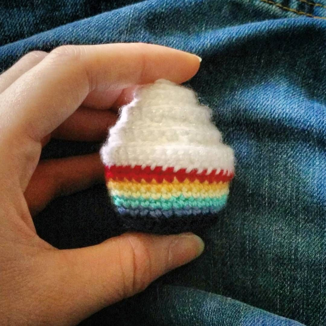 Rainbow crochet cupcake with free pattern