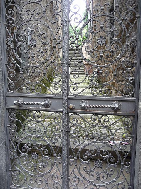 Iron Gates, Orvieto, Italy, 7-27-10 P 48 Grille en fer forgé, Fer