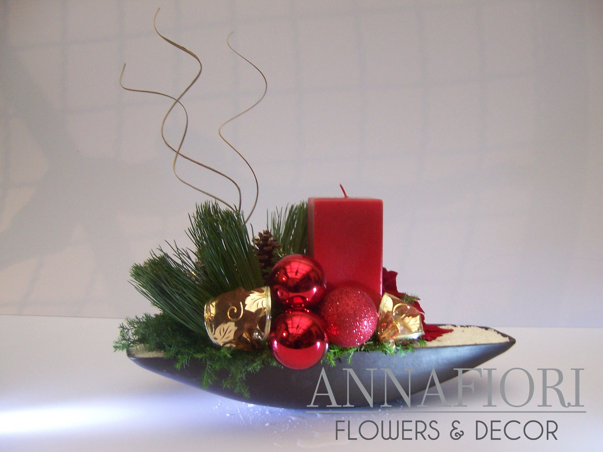 Arreglo Floral Canoa con vela roja Annafiori Centros de mesa