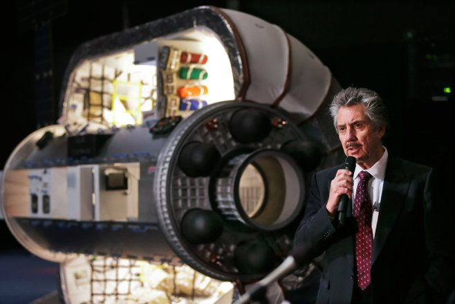Robert Bigelow and model of a Bigelow Aerospace inflatable module. ( http://catholiccitizenamerica.blogspot.com/2016/04/beam-prototype-habitat-bigelows-plans.html )