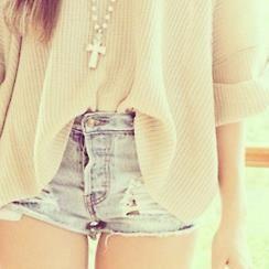 baggy top, short high shorts