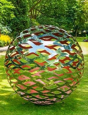 Merveilleux Modern Garden Sphere Made From A Lattice Of Stainless Steel With A Painted  Interior