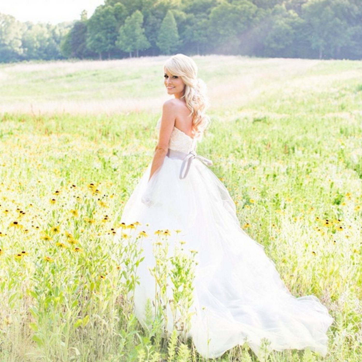 And Now New Photos From The Bachelorette S Emily Maynard S Wedding Bridal Portraits Celebrity Wedding Dresses Emily Maynard Wedding