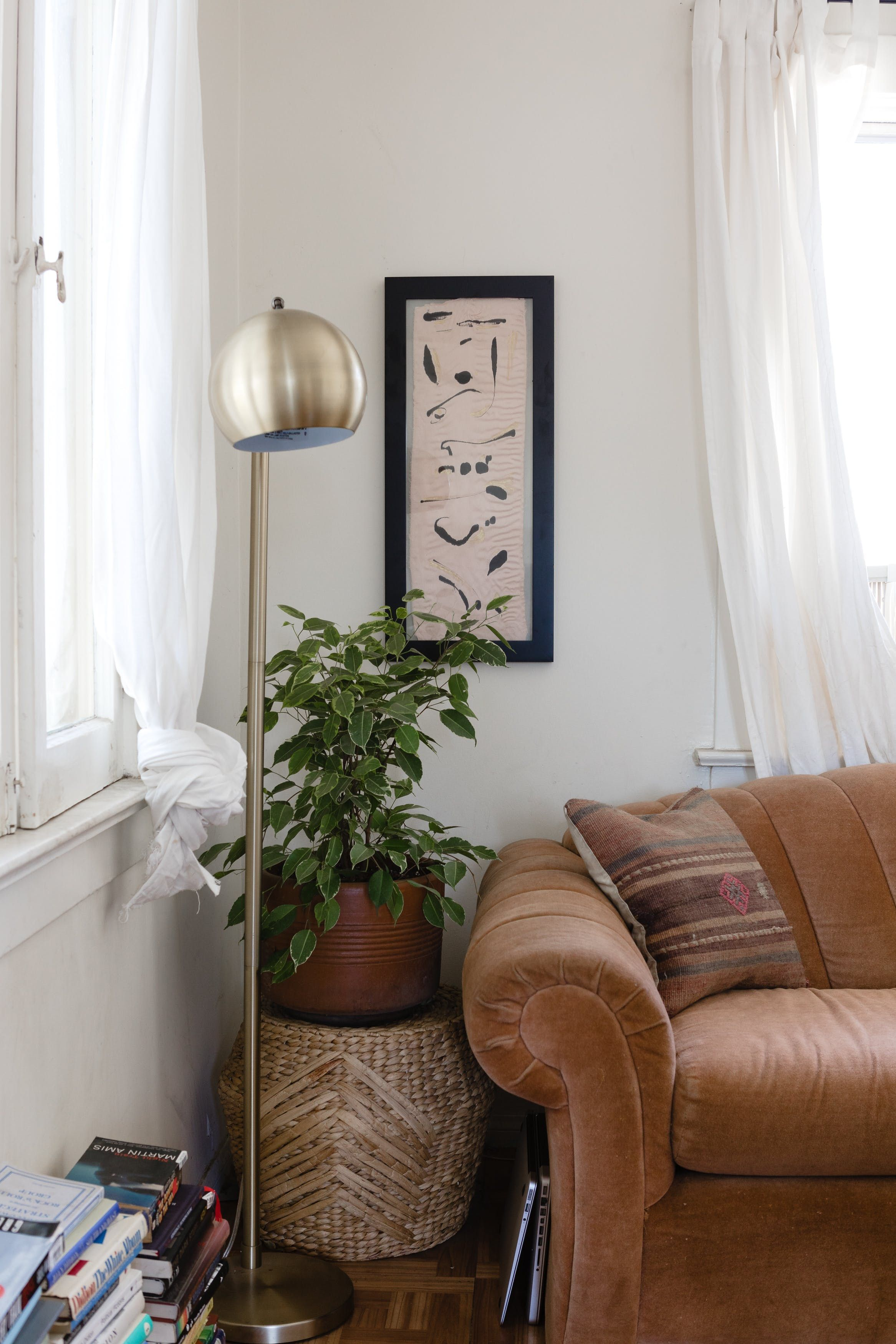 Steal These Rental Decorating Hacks From a '70sInspired