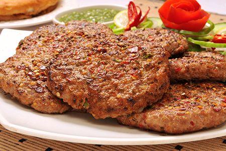 beef chapli kabab recipe by zubaida tariq chef zubaida tariq recipes pinterest essen und. Black Bedroom Furniture Sets. Home Design Ideas