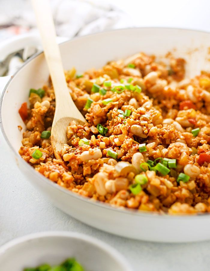 Healthy Creole Style Cauliflower Jambalaya This Quick Skillet Meal Is Low Carb Vegan And Paleo Friendly It Packs A Spicy Ki Healthy Recipes Recipes Healthy
