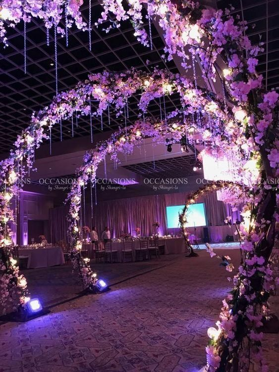 Una maravillosa boda en purpura luces flores un mundo deilusion also romantic wedding decoration design garden  landscaping ideas rh pinterest