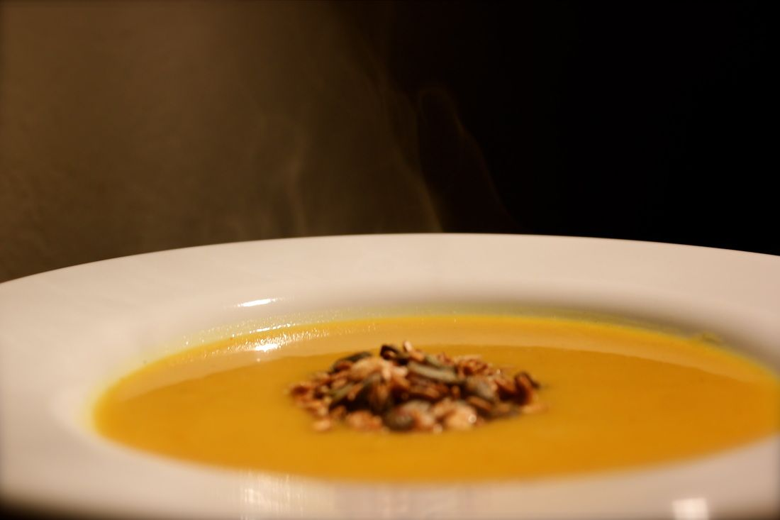 Butternusskrbissuppe - butternutsquash soup with savory msli on top.