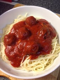 Credit : http://vicki-kitchen.blogspot.com/   I love pasta and the sauces that go with it but traditional jars of pasta sauce can ...