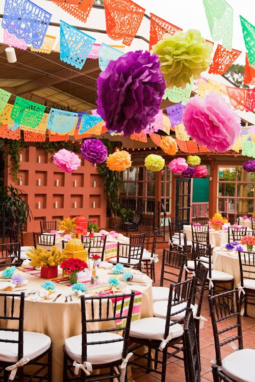 Felle Kleuren Voor Een Hippe Bruiloft Colour Blocking Mexicaanse Themafeesten Mexicaans Feest Mexicaanse Fiesta