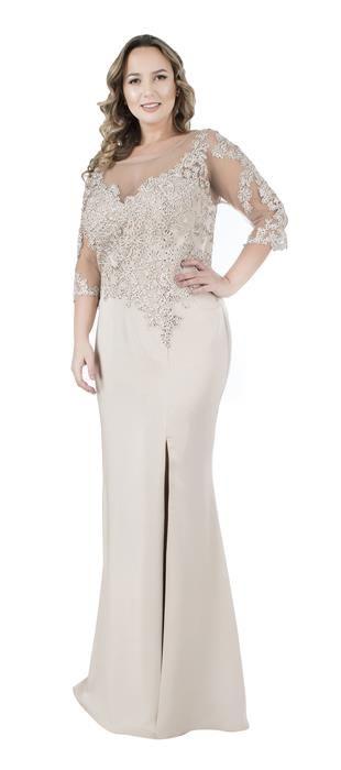 b68e6e277b Vestido longo de cetim grosso com tule bordado e manga 3 4. A fenda revela  a perna com charme e sensualidade