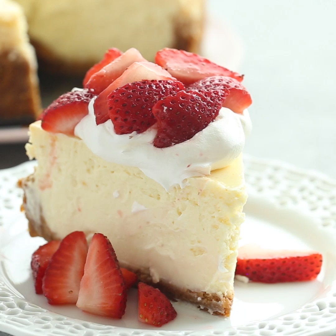 The Best Baked Vanilla Cheesecake Recipe + VIDEO
