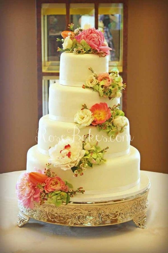 wedding cakes real flowers pictures white wedding cake with cascading fresh flowers 25336