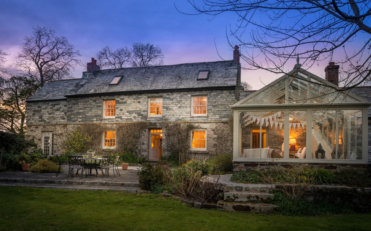 Family Farmhouse With Pool For Luxury Holidays In Cornwall Casas Home Luxury Homes Y Cottage