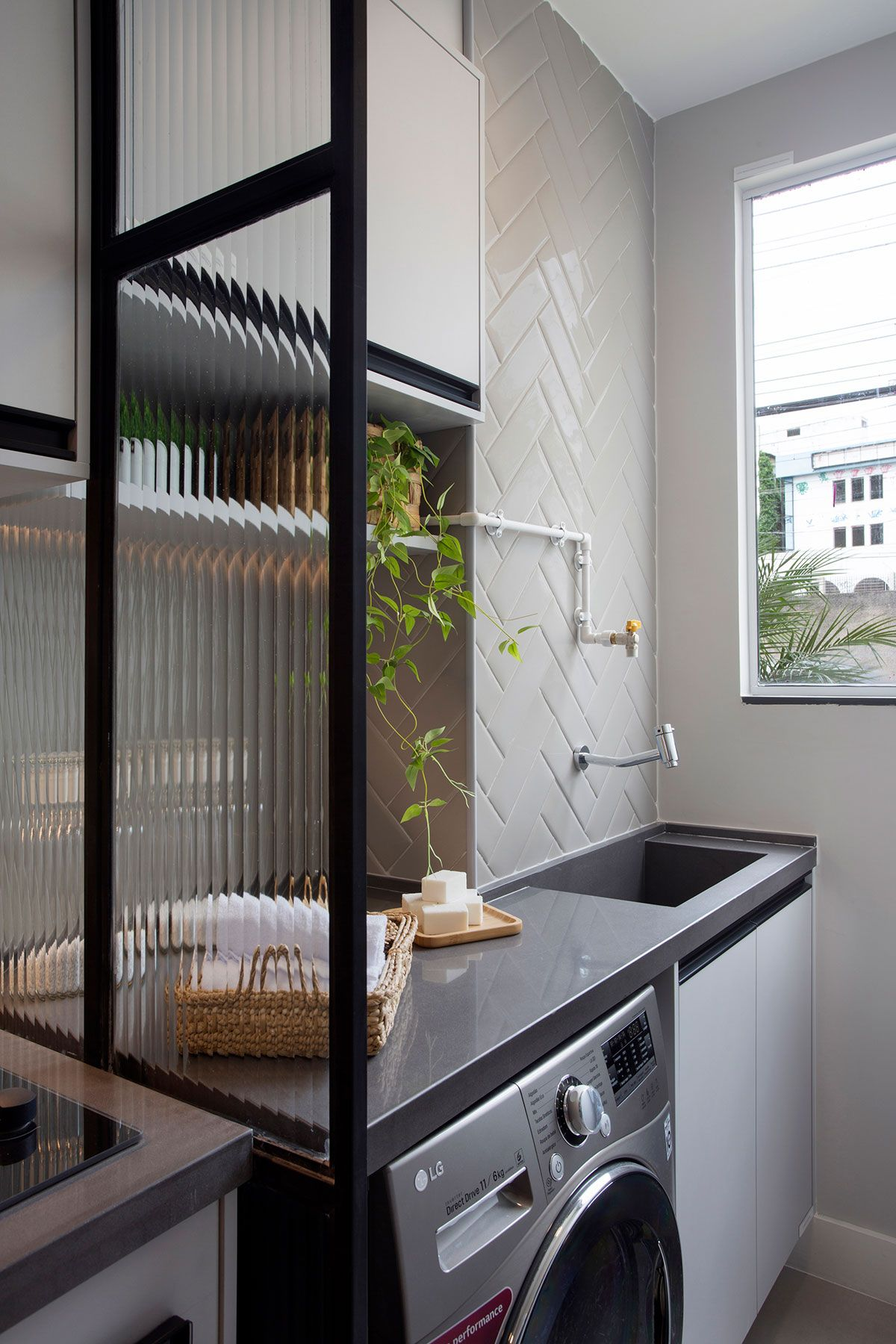 Conforto e Qualidade de Vida em 27m2 | Apartamentos pequenos, Decoração  varanda apartamento, Cozinha apartamento pequeno