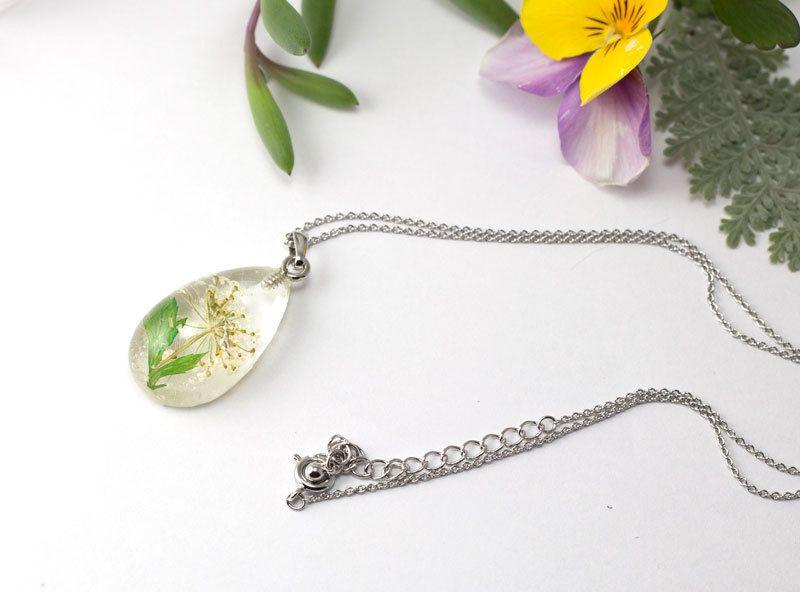 白い花のしずくl レジンネックレス C 003 虹の橋ハンドメイド レジンネックレス ハンドメイド ネックレス