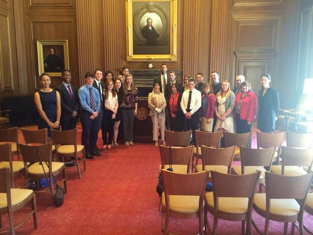 Wow! @IthacaHS_NY students & Principal Powers visiting with Supreme Court's Ruth Bader Ginsburg. #IHSconnections pic.twitter.com/E5ZeABuXoG