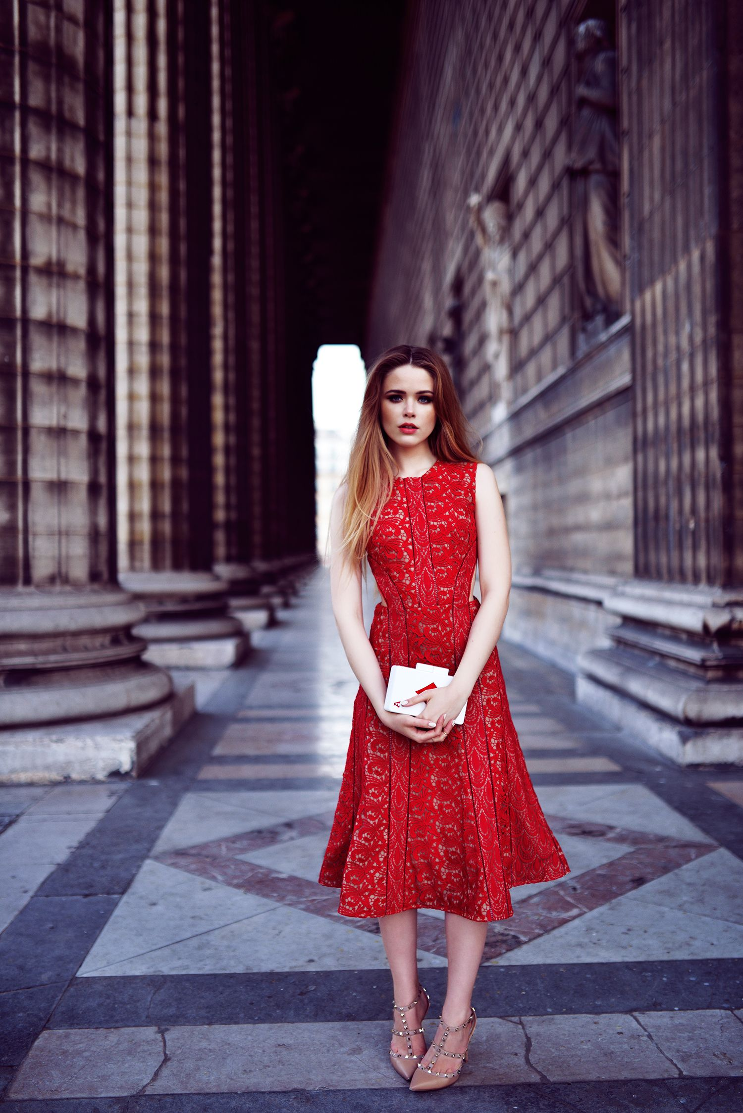 Elegant Red Dress ; Street Style ; http//www.pinterest.com