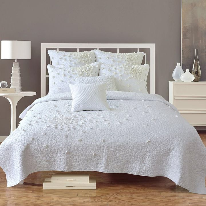 Always Home Petals Quilt White bed set, Home decor