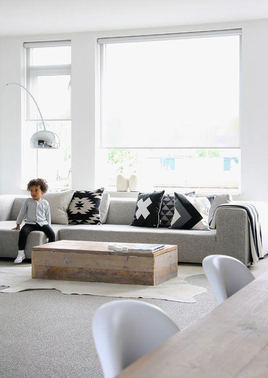 lichte #rolgordijnen in de woonkamer bij de leefbank, hoekbank ...