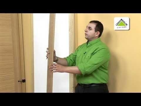 Cambia una puerta antigua por una nueva en block. Este tipo de puertas incluyen ya las bisagras. Antes de colocar la puerta comprueba que se adapta a la medi...