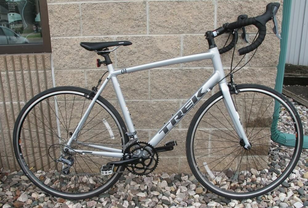 047018875b1 Trek 1.1 C H2 Mens Aluminum 16 Speed Road Bicycle with a Frame Size of 58cm