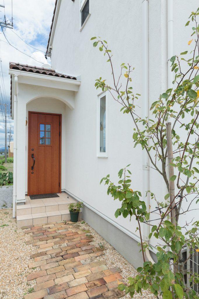 憧れの 南欧スタイルの家 を生まれ育った土地で実現 玄関