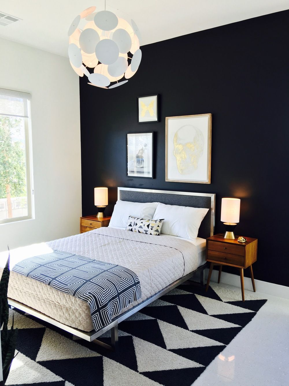modern bedroom. mid-century bedroom. black and white bedroom. flor