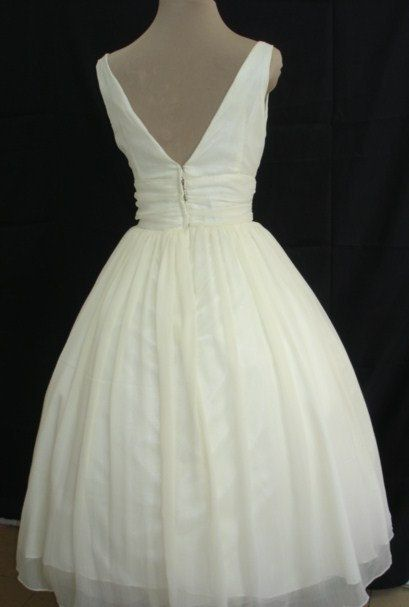 The perfectly simple but elegant 50s style dress by elegance50s, $265.00