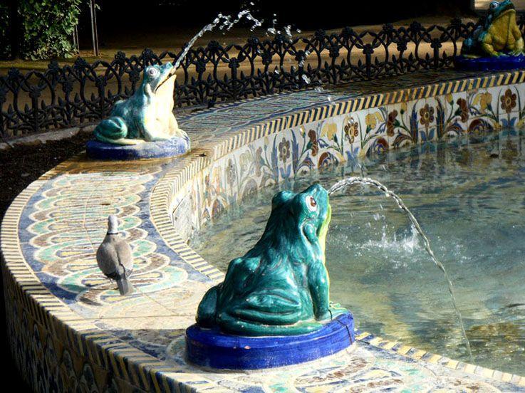 Fuente De Las Ranas Detalle De La Fuente De Las Ranas Del Parque De Mª Luisa De Sevilla Fuentes Ranas Parques