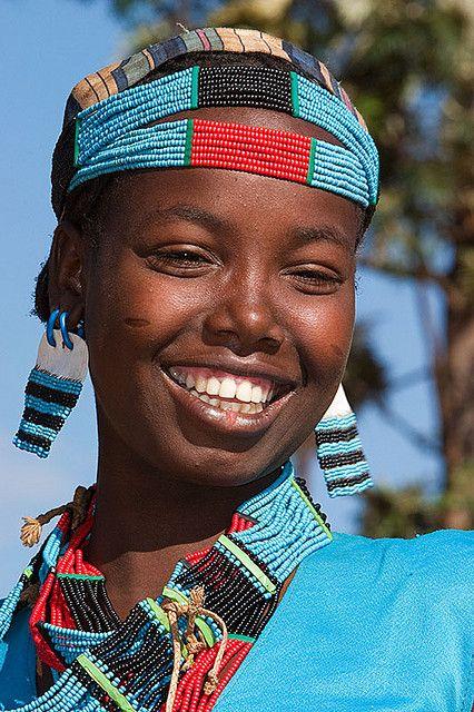 Girl from Tsemay tribe, Omo valley, Ethiopia  Garota de Tsemay tribo, vale Omo, Etiópia
