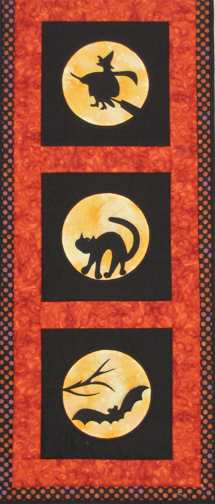 Halloween Hanging Quilt, made by Cathy Gentile at the Button Box Crafting Boutique in Wellesley, MA