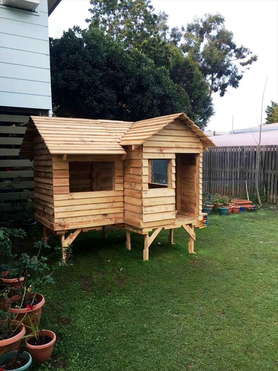 cubby-house-made-from-pallets.jpg (9601281)
