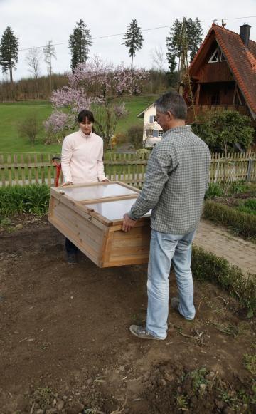 ein fr hbeet bauen und bepflanzen nutzg rten pinterest fr hbeet aufzubauen und woche. Black Bedroom Furniture Sets. Home Design Ideas