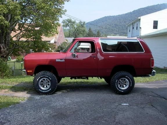 1992 Dodge Ramcharger Looks To Be About A 4 6 In Lift And 35 39 S Which Is My Favorite Look