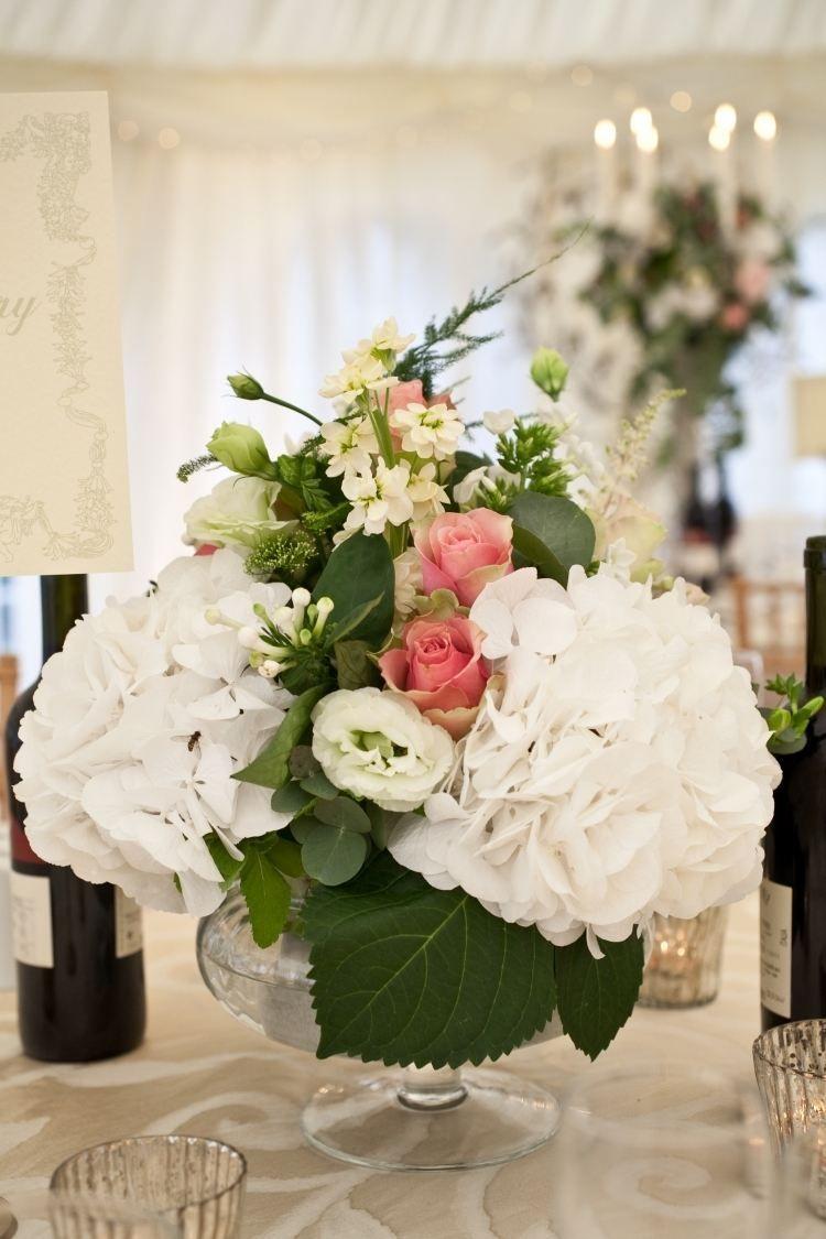 wei e hortensien mit zart rosanen rosen kombinieren tischdeko pinterest blumen. Black Bedroom Furniture Sets. Home Design Ideas