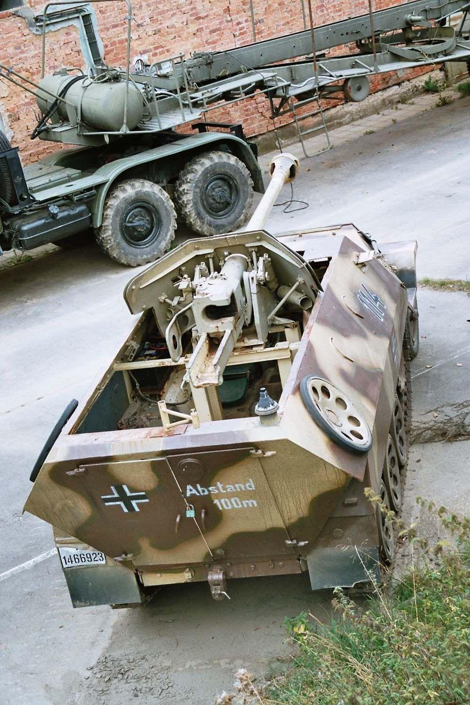 940-vojenske-muzeum-na-demarkacni-linii-rokycany.jpg (JPEG obrázek, 1000×1500 bodů)