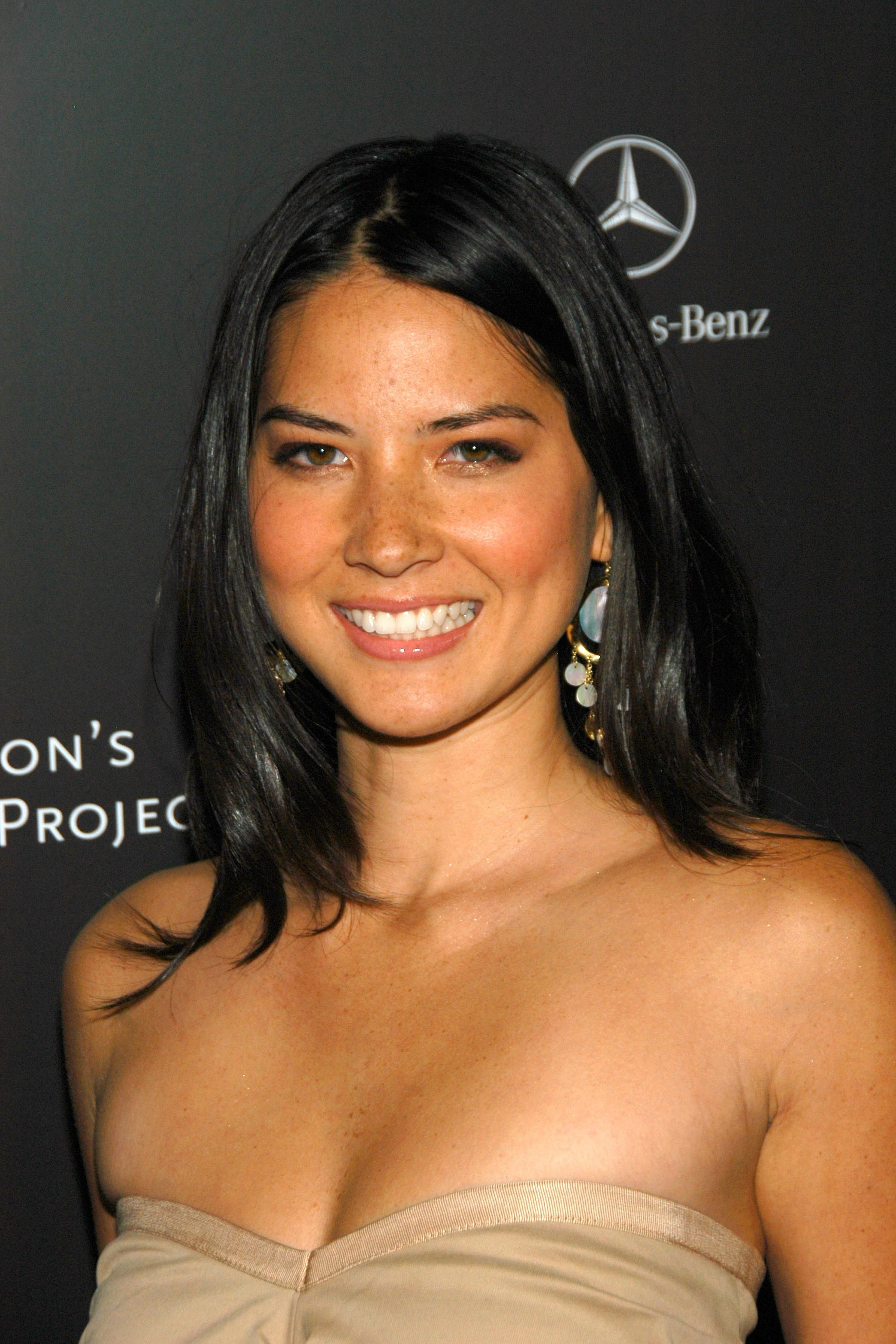 Olivia Munn Olivia Munn Eats A Hot Dog