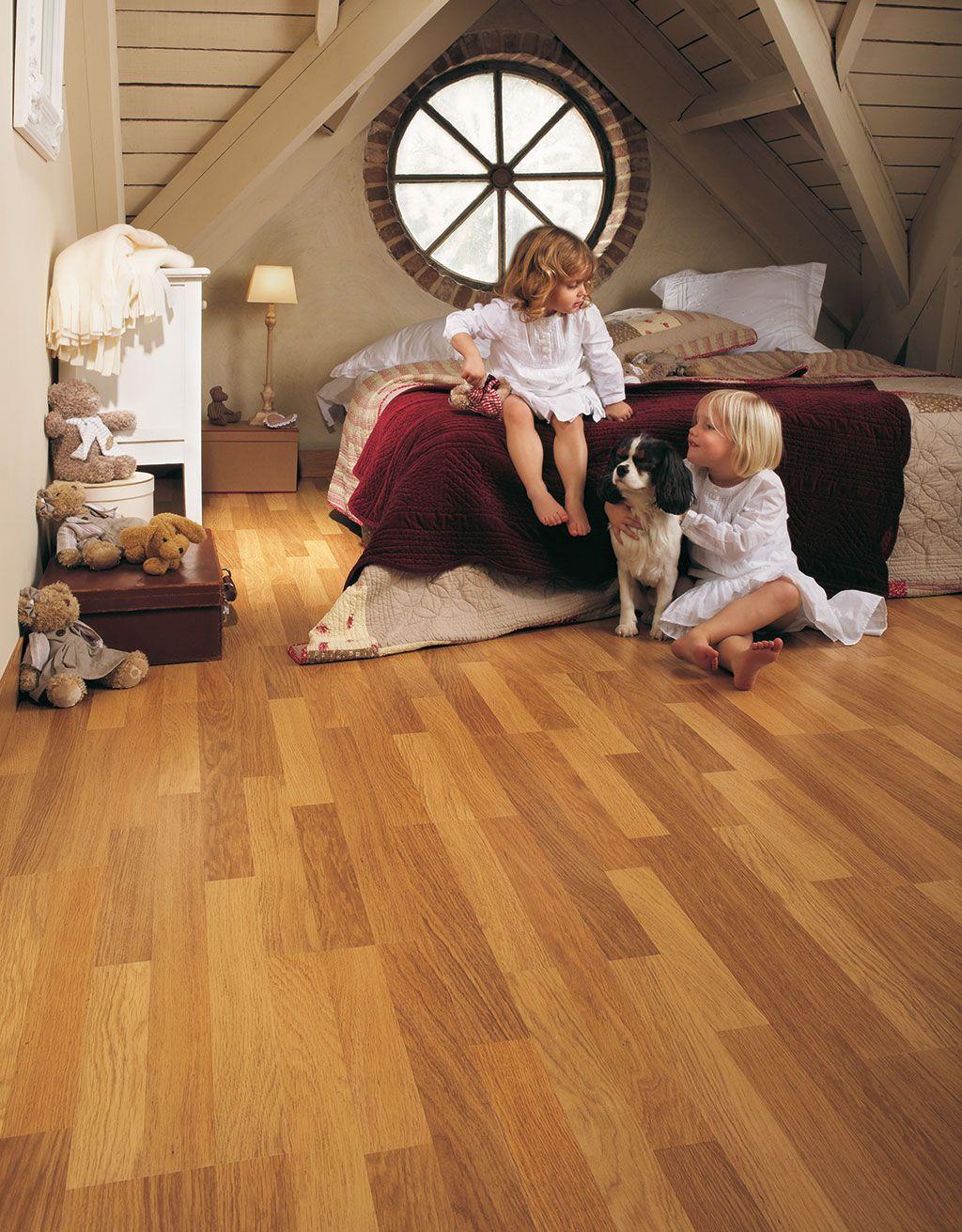 QuickStep Classic Enhanced oak natural varnished, 3 strip