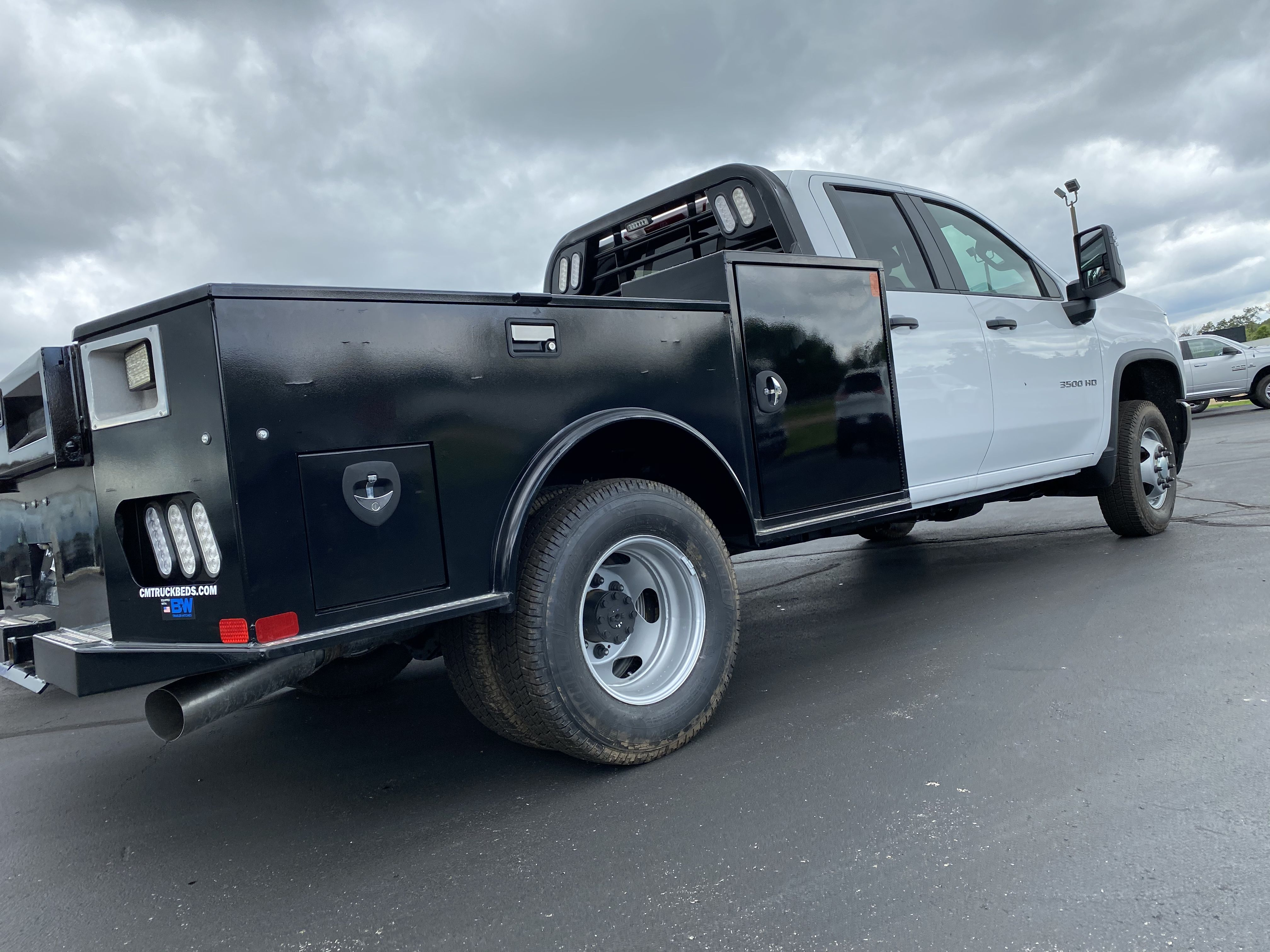 Pin on truck beds / flatbeds /service bodies /dumpbeds