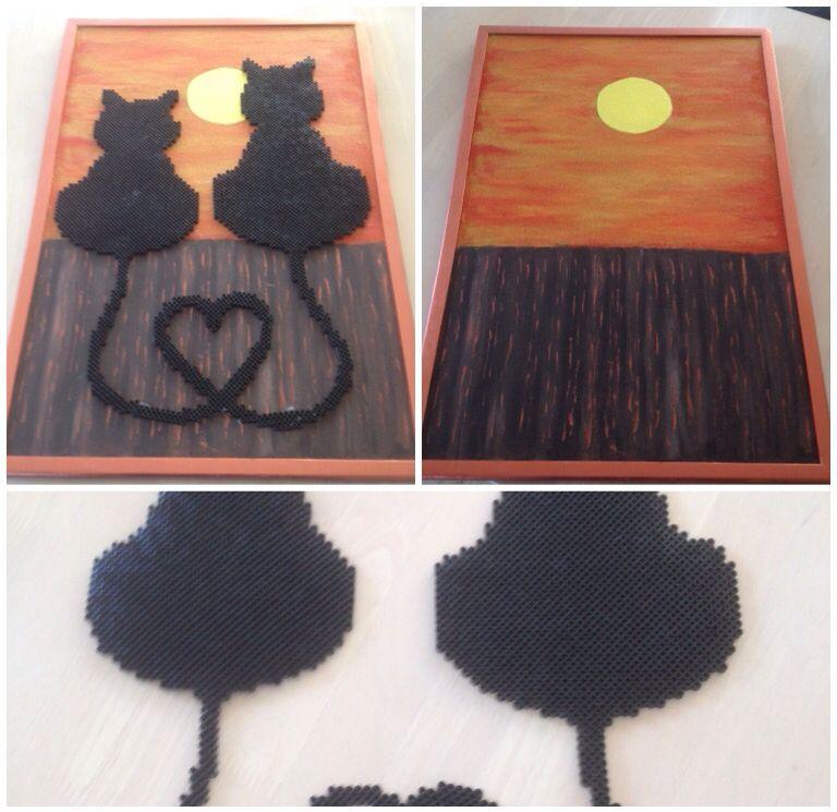 Opslagstavle male og dekoreret med katte lavet af Hama perler