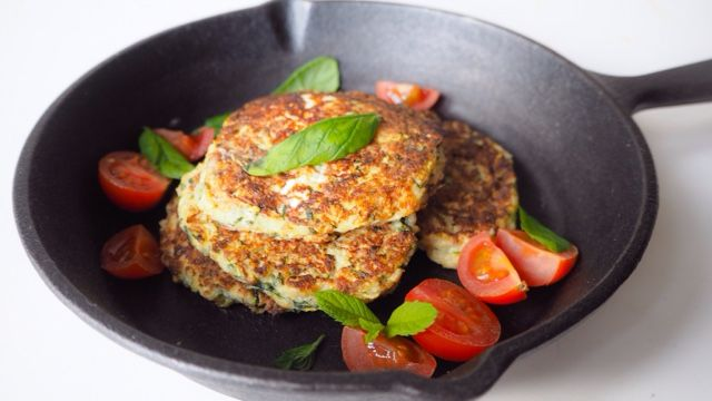 The Vegetarian Atkins Diary : Low carb Courgette, mint and goats cheese fritters