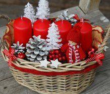 Vánoční adventní dekorace v košíku
