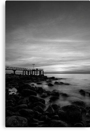 Lienzo en blanco y negro de un paisaje junto al mar