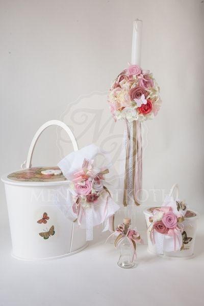 d687219f2fd4 Σετ βάπτισης για κορίτσι ρομαντικό με ξύλινο καλάθι διακοσμημένο με  λουλούδια και πεταλούδες Γάμος