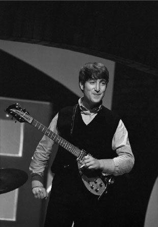 Ed Sullivan Show 1964 Backwards Pic John Is Right Handed John Lennon Beatles John Lennon Beatles John